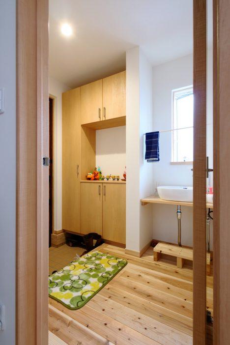 玄関横造作洗面