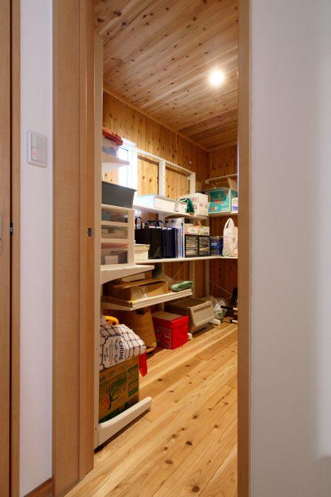 自然素材の納戸